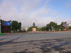 4日目の朝です。 駅前のレーニン広場  これからバスに乗ってコルサコフ(日本時代は大泊)へ行きます。