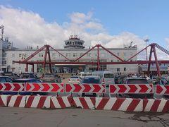 ホムトヴォ空港(ユジノサハリンスク空港)に到着  日本時代は大澤空港と呼ばれていました。 もともと日本時代に日本軍が作った空港です。