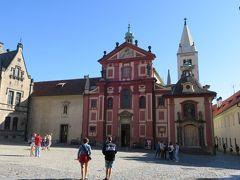 聖イジー教会  赤くて可愛らしいファサードが目を惹きます。 元は1世紀に建てられたボヘミア最初の女子修道院だそうです。