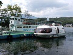 乗って来た小型クルーズ船の「ツインピー」。平日、乗船客は4~5組でした。