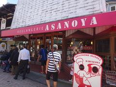 すぐ向かい側にはこちらも有名な浅野屋。もしツアでも紹介されてたな♪ こちらの方が我が子たちの食いつきが良かったです。それぞれ1つずつオヤツに購入。
