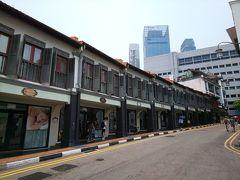 食べ終わったらさくっと次の場所へ。 Ann Siang Rd(安祥路)の方へ向かいます。  その途中にあるのがこれ「The Scarlet Singapore」スカーレットホテル https://www.thescarletsingapore.com  歴史的な建物をリノベしたブティックホテルです。 とても素敵な雰囲気でした。泊まりたいなぁ~