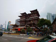 スカーレットホテル沿いに歩いていたらここまで来ました。 「Buddha Tooth Relic Temple」新加波佛牙寺 写真だけ~