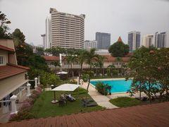 ・その3からのつづきです  シンガポール3日目、9月14日?の朝です。 昨日たくさん歩いたので疲れて、朝早く起きるという目標は達成できず(^_^;)  思うんですけど、連日朝からびっしり予定が詰まっていていろいろ連れて行かれる観光付きのツアーって。。自分が参加する姿が想像できない~きっと疲れて離脱だわ笑  https://www.goodwoodparkhotel.com/