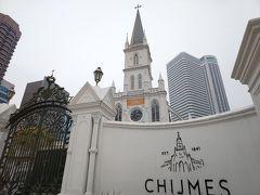 チキンライスを食べた後はこちら「Chijmes」チャイムスへ。 元々は修道院だった建物をリニューアルして、レストランなどが入っています。  こちらも映画「Crazy Rich Asians」のロケ地です。 https://www.elle.com/jp/culture/travel/a25162834/crazy-rich-asians-location-spots-in-singapore-are-not-so-crazy-rich-181212/