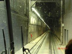 アントンメモリアルトンネルと言って特定の時間だけ アラスカ鉄道のトンネルを車が通れるようにしたそうです。 私たちは11時半の15分の間に通りました。 4㎞あります。 長い!
