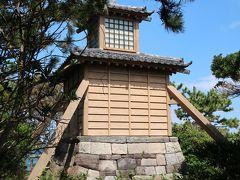 燈明堂  浦賀港の西にあり、港に出入りする船にとって灯台の役目をしていました。 慶安元年(1648)幕府の命により造られ、菜種油で灯された光は海上4海里(7.4km)を照らしたといわれています。