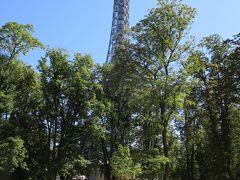 ペトシーン展望台  299段の階段を上ると眼下にプラハの街が一望できます!  入場料は階段利用者は150コルナ エレベーターを利用すると+60コルナ 私はもちろん階段!