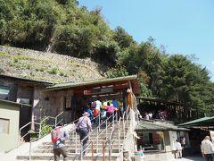 9月9日午前9時35分。マチュピチュ遺跡の入り口に到着。期待が高まります。 9月は1日4,000人ぐらいが観光に訪れるそうです。8月は8,000人ぐらいだったそうです。