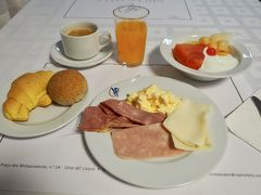 おはようございます! 今日からいよいよ、ポルトガル滞在が本格的にスタート。 まずはホテルの朝食で腹ごしらえ。 ちなみに野菜はなかったので、代わりにフルーツで。笑