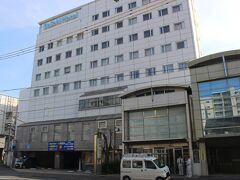 小田原から普通電車を乗り継いで静岡到着。 静岡のホテルに宿泊。 このホテルは駅から多少歩きますが、値段の割には快適なホテルでした。