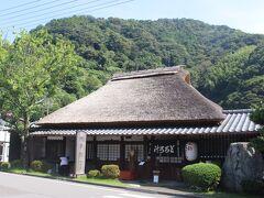 丸子宿の名物と言えば、「とろろ汁」 この丁子屋は1596年(慶長元年)開業のとろろ汁の老舗。 慶長元年と言えば、豊臣秀吉が死没したのが慶長3年ですので、徳川家康や伊達政宗も大阪へ向かう途中にこのお店に立ち寄ったかもしれません。