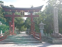 敦賀駅を出て最初にやってきたのは気比神宮 正面の赤い鳥居は日本三大鳥居の1つでもあります。
