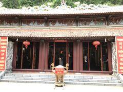 ハロン湾に行く前にこちらのロンティエン寺に立ち寄った。 ハロンでは一番大きなお寺らしい。