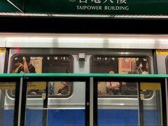 小木屋鬆餅(師大店)さんからスーパーを 経由しながら 10分弱ほど歩いてMRTの 緑線(グリーンライン)「台電大樓駅」 からホテル最寄り駅の「善導寺駅」へ 戻りました。台北駅で乗り換え1回で 20分ほどです