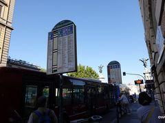テルミニ駅からバス乗車20分ほど、テヴェレ川に架かるヴィットリオ エマヌエーレ 2 世橋のたもと(手前)、Ponte Vittorio Emanuele II / Ponte Vittorio Emanuele バス停でバスを降りました。