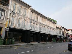 チャイナタウン駅から徒歩5分。今回のお宿、Hotel MONOです。古い建物を最近リノベした感じのホテルるで、1泊7000円ぐらいだったかな。かなりリーズナブル。シンガポールは全般的に高いですね。日本とそんなに変わらない気がします。