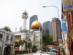 バスでアラブストリートに移動。 サルタンモスクが見えてきた。