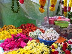 アラブストリートからトコトコ歩いて、リトルインディアに移動。やっぱり違う国に来たのか?ぐらい違う。お供え用のお花がたくさん。