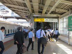 米原駅に定刻通り9:44に着きました。