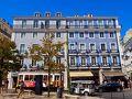 リスボン観光1日目、後半は坂の街リスボンをあっちに行ったりこっちに行ったり、街歩きを楽しみたいと思います。 ビッカのケーブルカーから少し東に歩き、旧市街の中心部の方へ。 青色のアズレージョが青空に映える、2棟の建物。 レトロな28番トラムが走っているのも良い雰囲気。
