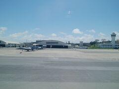 那覇空港到着しました。