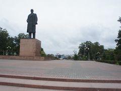 レーニン広場 先にユジノサハリンスク駅も見えます