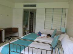 ホテルに到着。 娘が昼寝中だったので、大浴場を一足早く堪能。