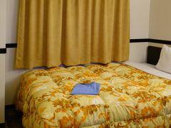 東横イン 成田空港新館 会員価格でシングル5,600円  東横インレディースカードは5泊すると1泊無料(男性は10泊) 無料朝食付、当日16時までキャンセルOK。 泊まり慣れると夜電気をつけなくてもトイレに行ける万国共通の間取り。  https://www.toyoko-inn.com/club/