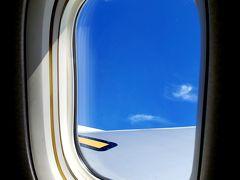 いざ、羽田空港から女満別空港へ! 窓際のお席で気持ちが良いです。