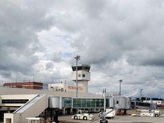 あっという間に女満別空港に到着です。 雲の多いお天気ですが、雨の心配はなさそう……?