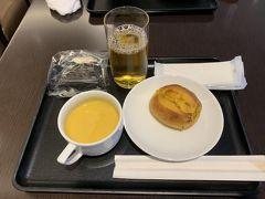 9月後半の3連休初日、台風17号が近づいていますが、本日はsれほど影響なさそうなので、まずは始発で羽田空港国内線ターミナルに向かいます。 JALラウンジで朝食いただきますが、レンタカーの予定なのでビールはなしです(^^ゞ