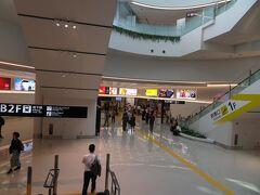 9月17日午後2時半頃。 飛行機で福岡空港に降り立って地下鉄の駅へ。 アクセス便利な空港です。