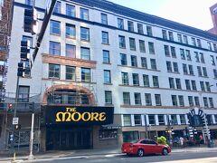 MOORE Theatre  ムーアホテルに併設しています。