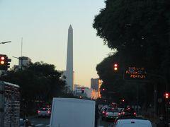 アルゼンチンの独立記念日1816年7月9日にちなんで名付けられました。世界で一番幅が広いと言われる通りに立つオベリスク