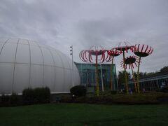 行かなかったですが、隣にはガラスのミュージアムもあります