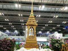スワンナプーム国際空港へ到着後,タイへ入国.