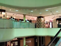 そう!宇都宮に来たならやっぱり餃子は食べないと!とやってきたのはJR宇都宮駅に隣接するホテルアール・メッツ内にある「宇都宮みんみん」。 夕食には少し早い時間にも関わらずかなりの長蛇の列です。