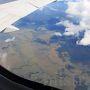 間もなく着陸。 眼下には釧路湿原が。 機内アナウンスでは雨と伝えられていたのに、到着してみると晴れてた。 ラッキー!!