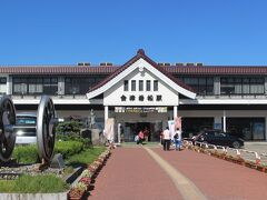 14時55分、会津若松駅到着。 会津藩の会津若松城をイメージした駅舎です。