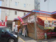 折角だから沖縄そばを食べようとけんぱーのすばやーに寄りました。 家から近いので住んでた時に何回も行きました。 観光客も多いですね。