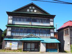 駅前には、今は閉まっていて見学はできないけど、昭和8年に建てられた大きな「旧富田屋旅館」があったり。