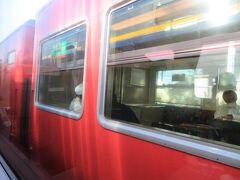 大歳駅では上り普通列車を待たせて通過。 山口線は全線単線非電化です。