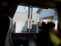 湯田温泉駅9時3分着。 1面1線の棒線駅(行き違いのできない単線駅)です。