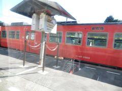 仁保駅でも上り普通列車と行き違い。