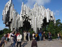 ステンレスのモニュメント。観光客がいっぱい。 中国系の方が特に多かったですね。