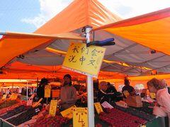 マーケット広場。中国語OKの文字。  さすがの中国パワーです。