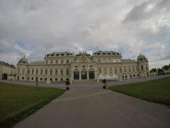 09:05 ベルヴェデーレ宮殿  こちらは上宮の南面です。15ユーロ→ヴィエナパス利用可。オーストリア風バロック建築の代表格と言われているようです。
