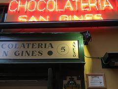 そしてここで朝ごはん。朝9時前でも並んでました。 チョコラテリア・サン・ヒネス