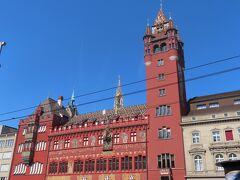 バーゼル市庁舎。 モザイクの屋根が可愛い。